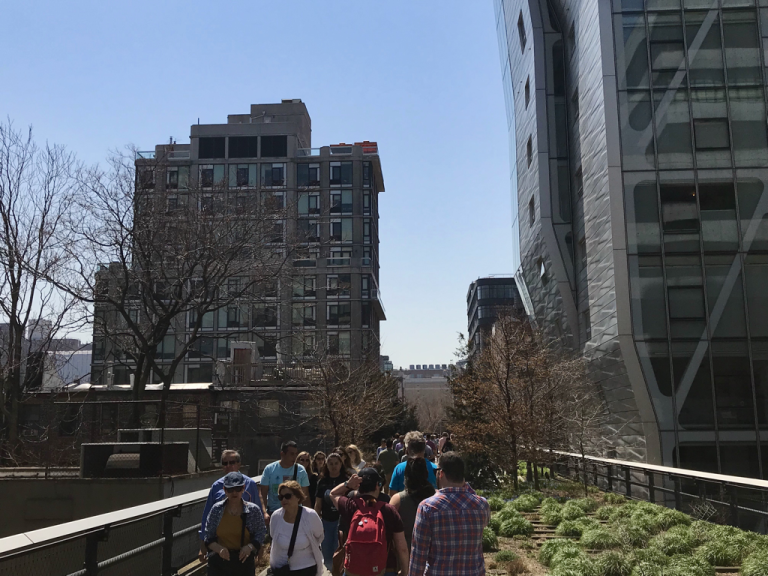 Crowds on the High Line